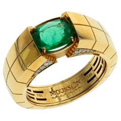 AIGS Certified 1.95 Carat Cushion Cut Emerald 18 Karat Yellow Gold Male Ring