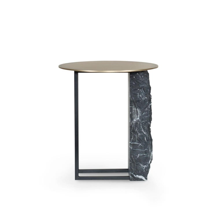 Side tabletop in oxidized brass with matte finish. Base in matte Nero Marquina marble with a split face effect and metal structure lacquered in satin black.  Aire side table medium  FI007 black lacquer; satin finish ME032 oxidized brass; matte