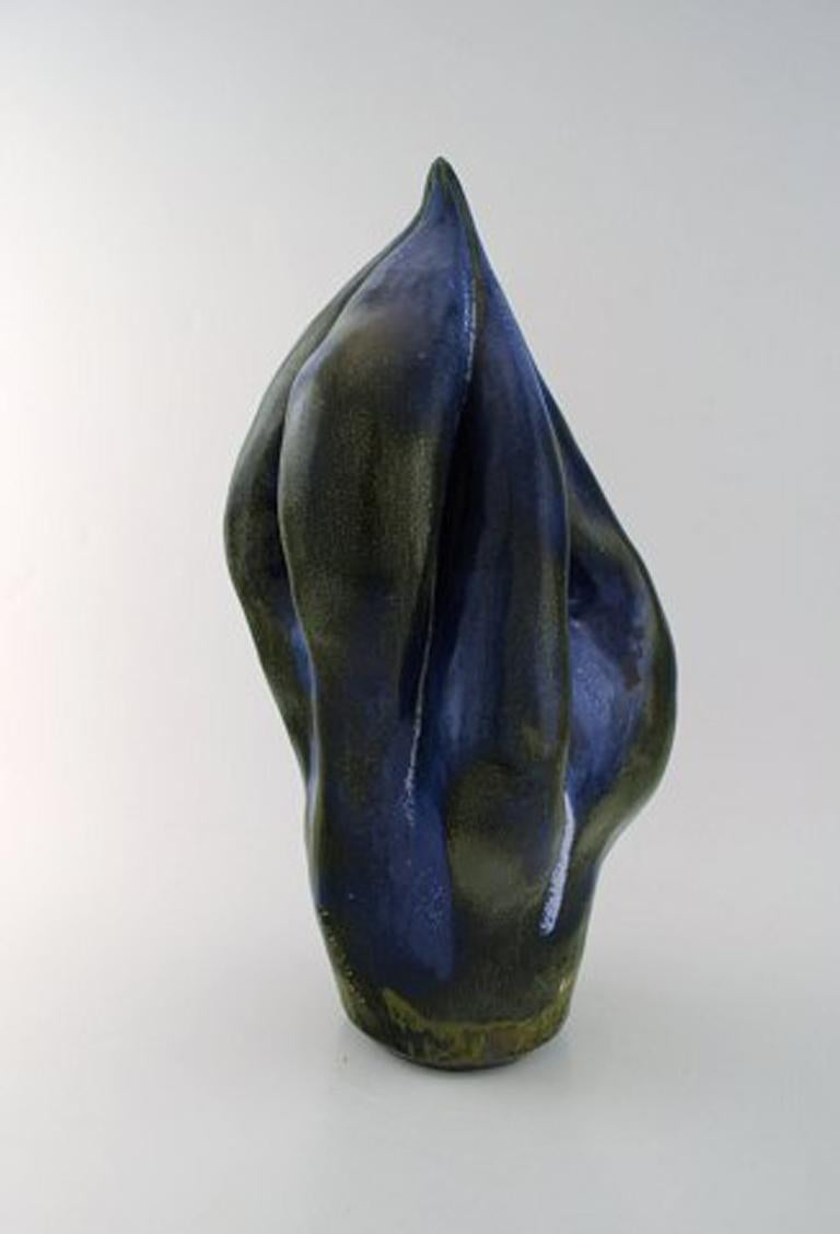 Åke Larsson. Swedish ceramist. Large organic unique sculpture in glazed stoneware. Beautiful glossy glaze in blue and green shades. 1960's.