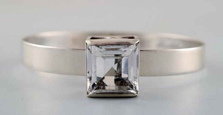 ÅKE LINDSTRÖM modernist bracelet in sterling silver with mountain crystal. Bengt Hallberg Guldsmeds AB, Stockholm 1974. Diameter: 60 mm, weight: 24 grams. In perfect condition.