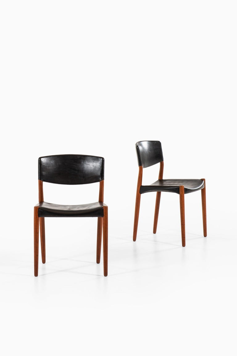 Rare set of 6 dining chairs designed by Aksel Bender Madsen & Ejner Larsen. Produced by cabinetmaker Willy Beck in Denmark.