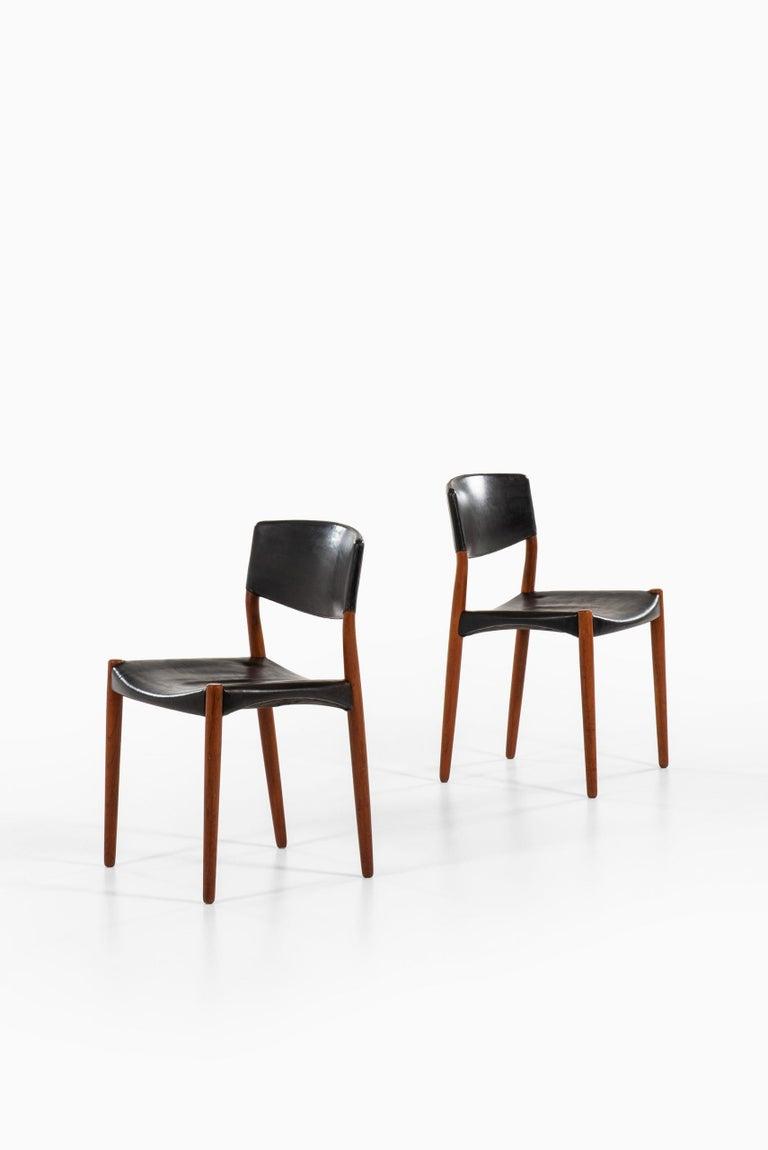 Scandinavian Modern Aksel Bender Madsen & Ejner Larsen Dining Chairs by Cabinetmaker Willy Beck For Sale