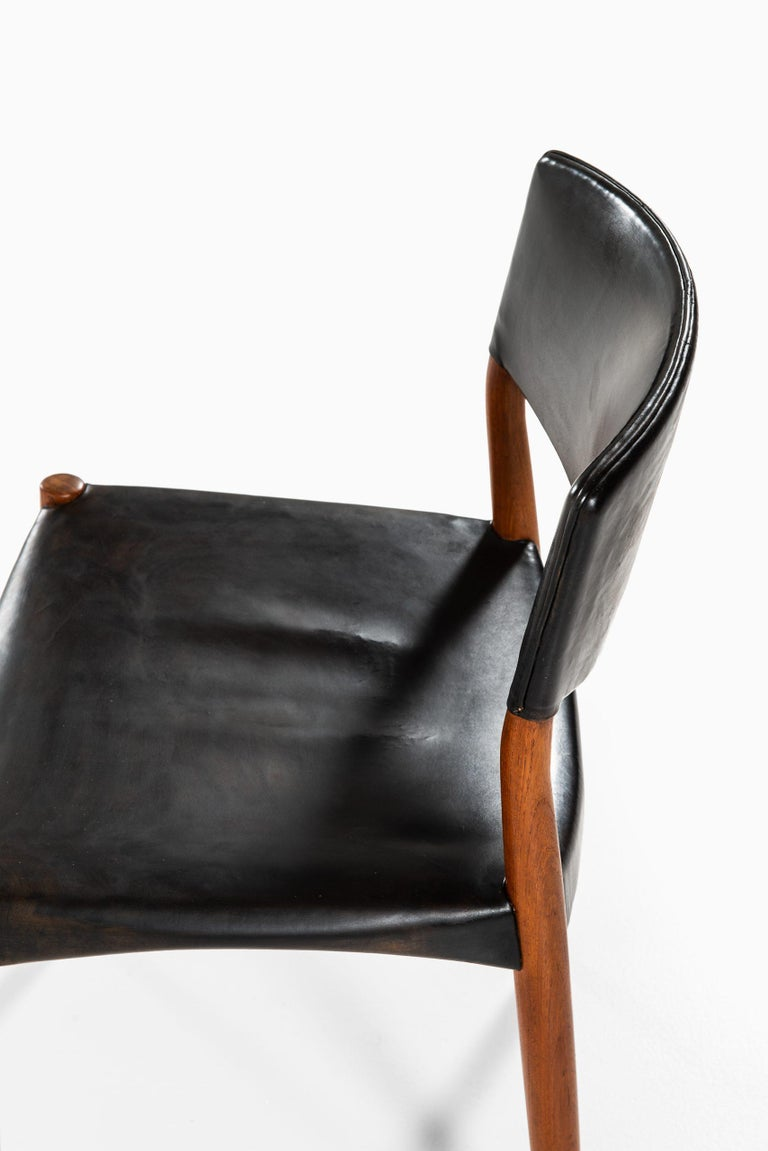 Aksel Bender Madsen & Ejner Larsen Dining Chairs by Cabinetmaker Willy Beck For Sale 1