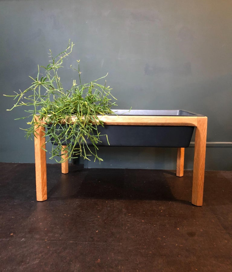 Super Minimalist design from Aksel Kjersgaard for this oak planter. Produced in Denmark during the 1960s. In superb condition throughout with re-oiling of the oak frame.