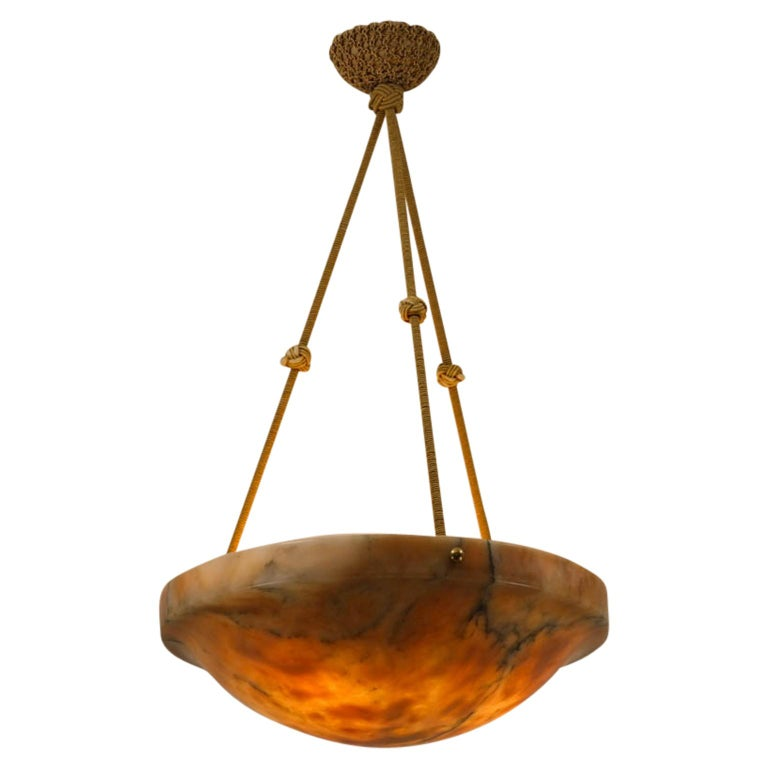 With a confident upper rim, this carved shade diffuses light through an elegant bowl. Perfectly proportioned.