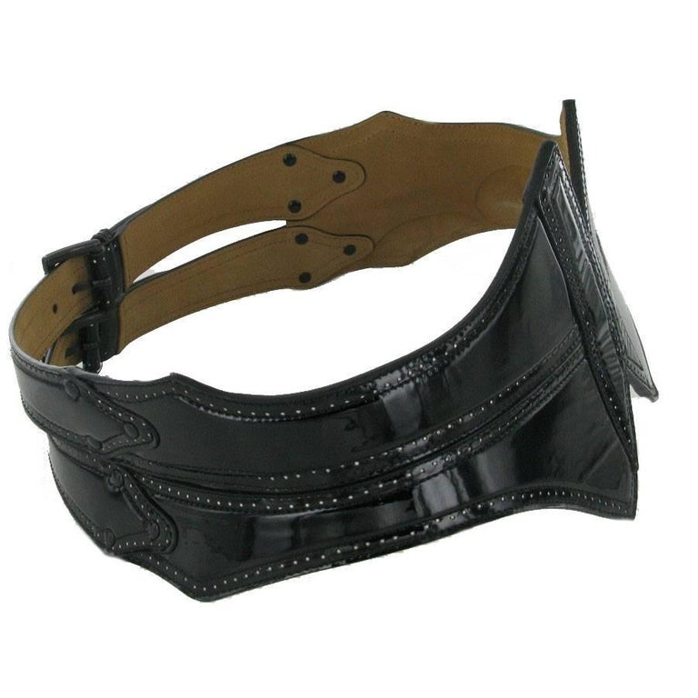 ALAIA Belt in Black Patent Perforated Leather Size 85 In Good Condition For Sale In Paris, FR