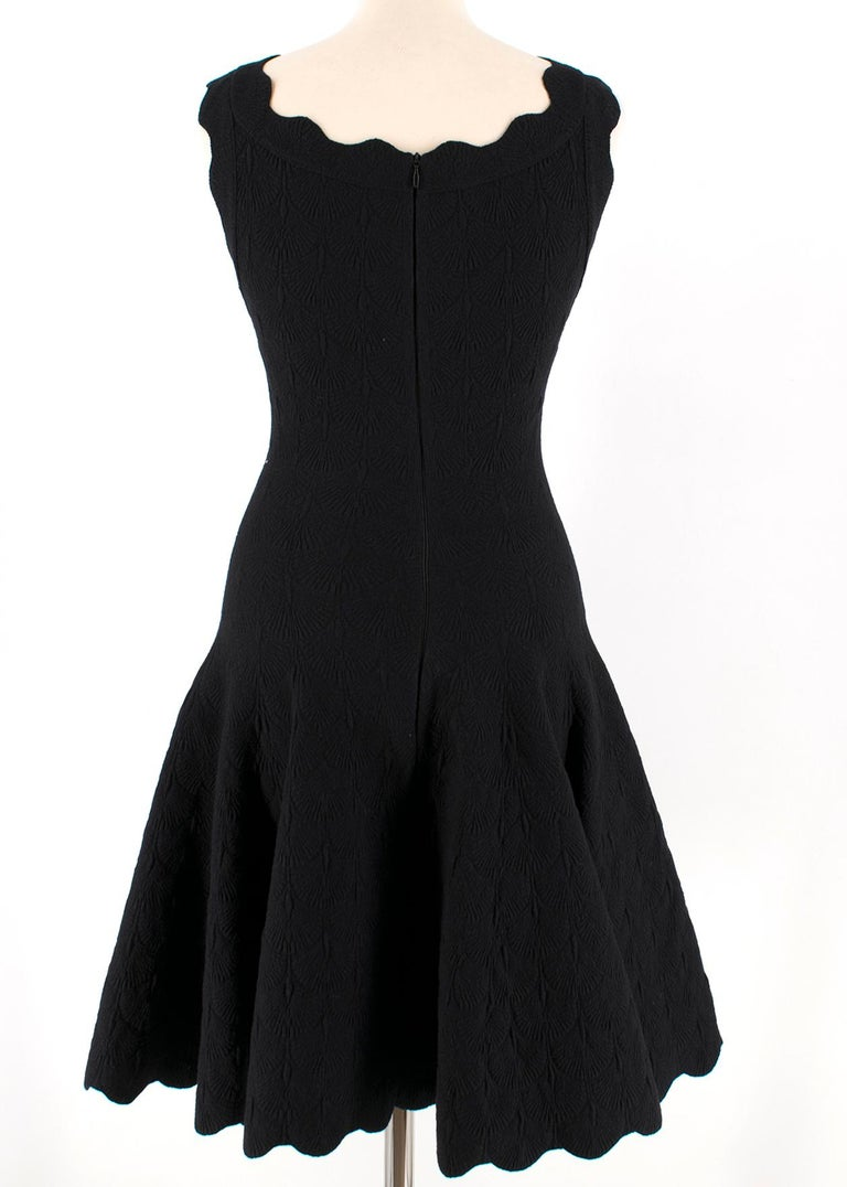 Alaia Black Jacquard-knit Scalloped Wool Mini Dress36 In Excellent Condition For Sale In London, GB