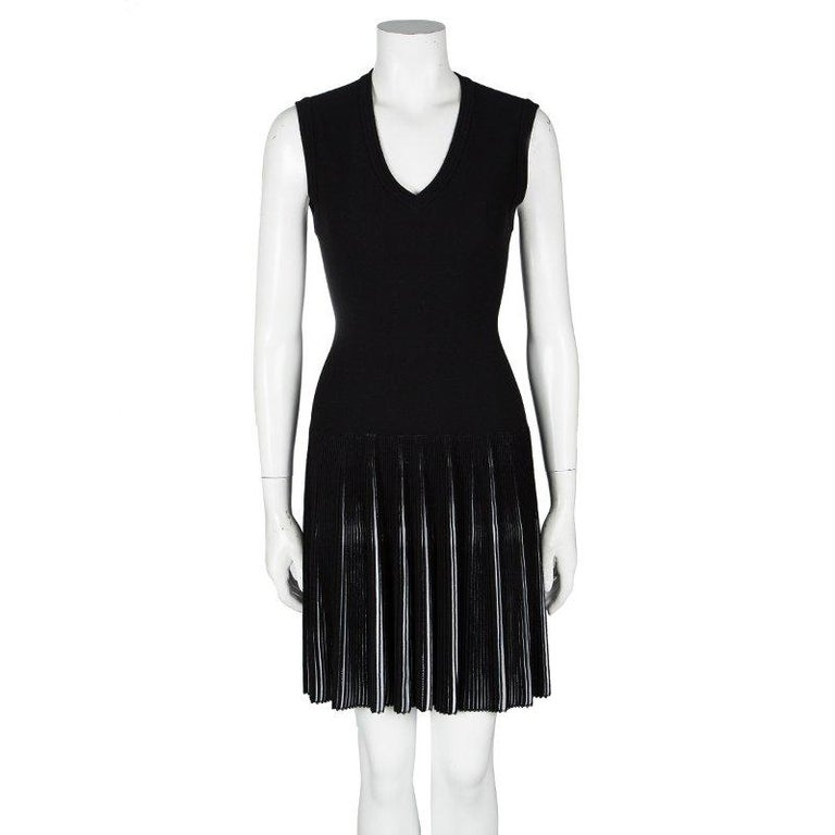 Alaia Black Knit Accordion Pleat Detail Fit and Flare Sleeveless Dress M In Good Condition For Sale In Dubai, AE