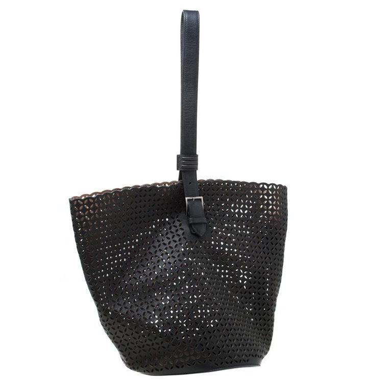 Women's Alaia Black Leather Rose Marie Bucket Bag For Sale