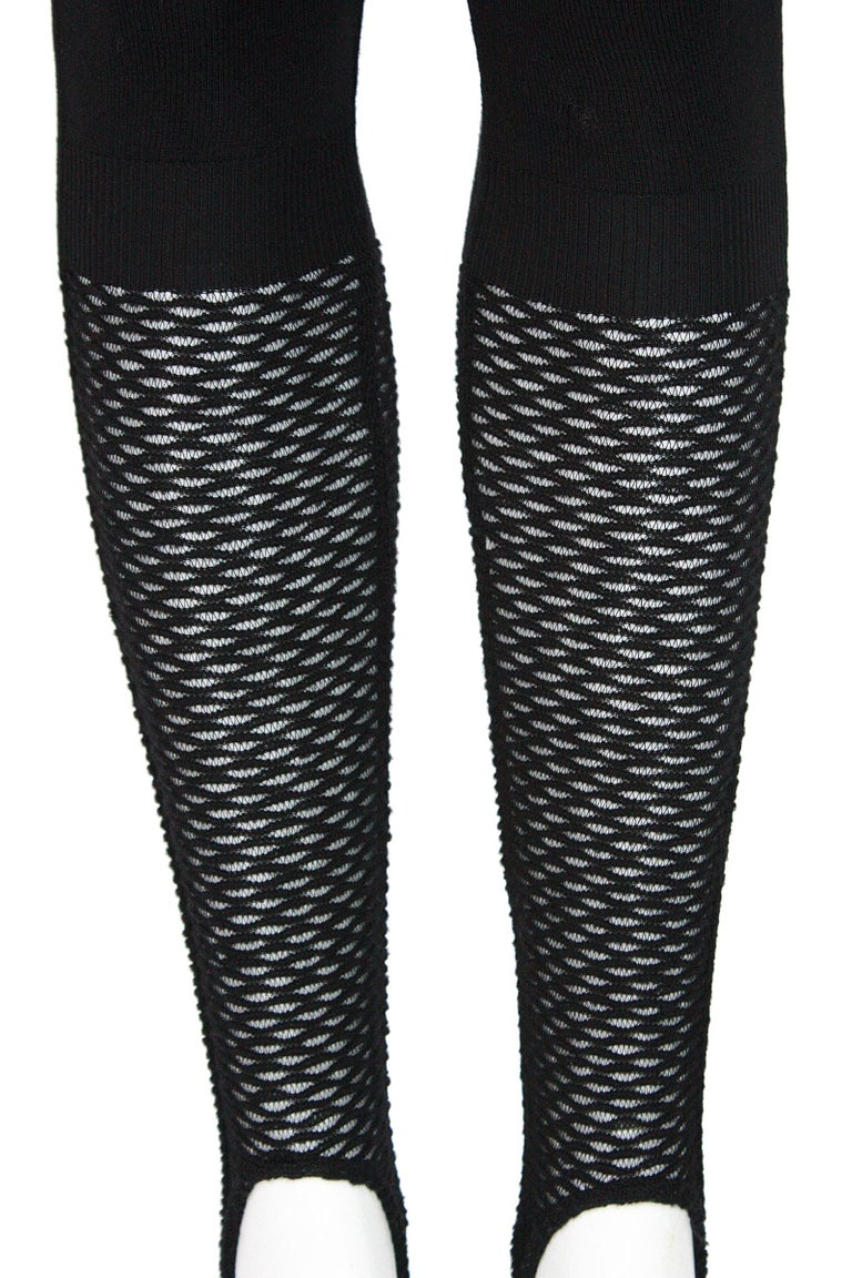 Alaïa Black Stretchy Knit Stirrup Leggings In Fair Condition For Sale In Los Angeles, CA