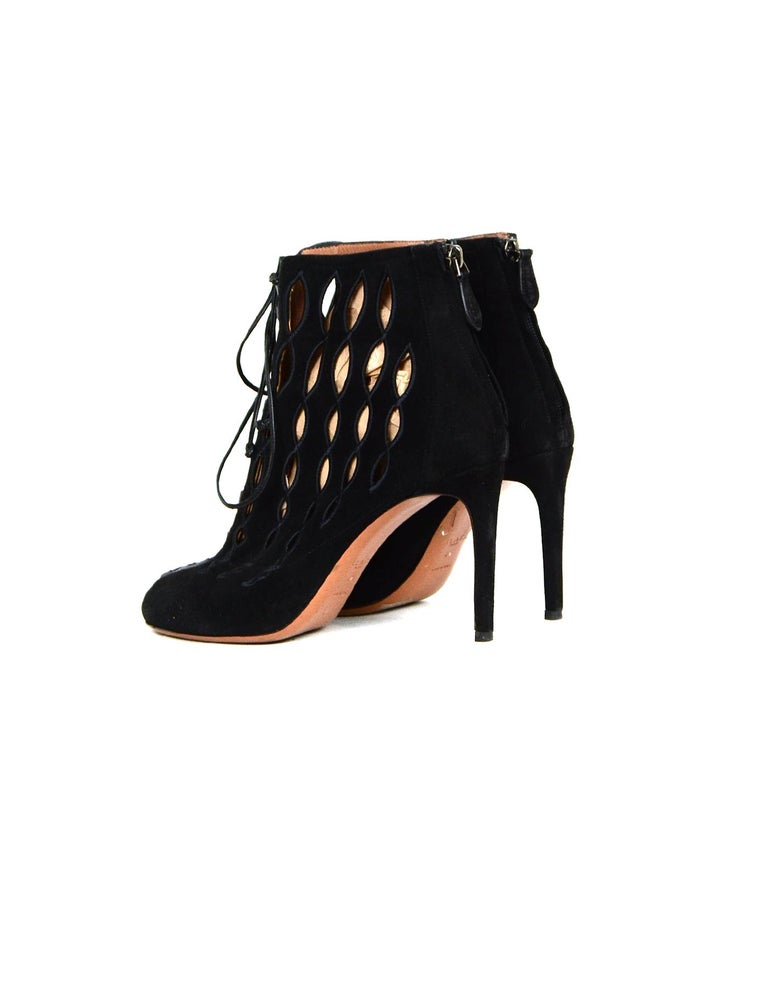 Alaia Black Suede Cut Out Lace-up Booties sz 40 In Excellent Condition For Sale In New York, NY