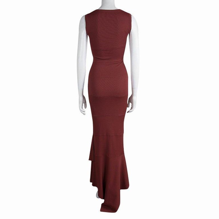 Alaia, the iconic designer offers ready-to-wear dresses featuring meticulous craftsmanship and beautiful design in finest fabrics. Sporting an elegant design in rich burgundy shade, this sleeveless maxi dress is knitted with soft viscose material.