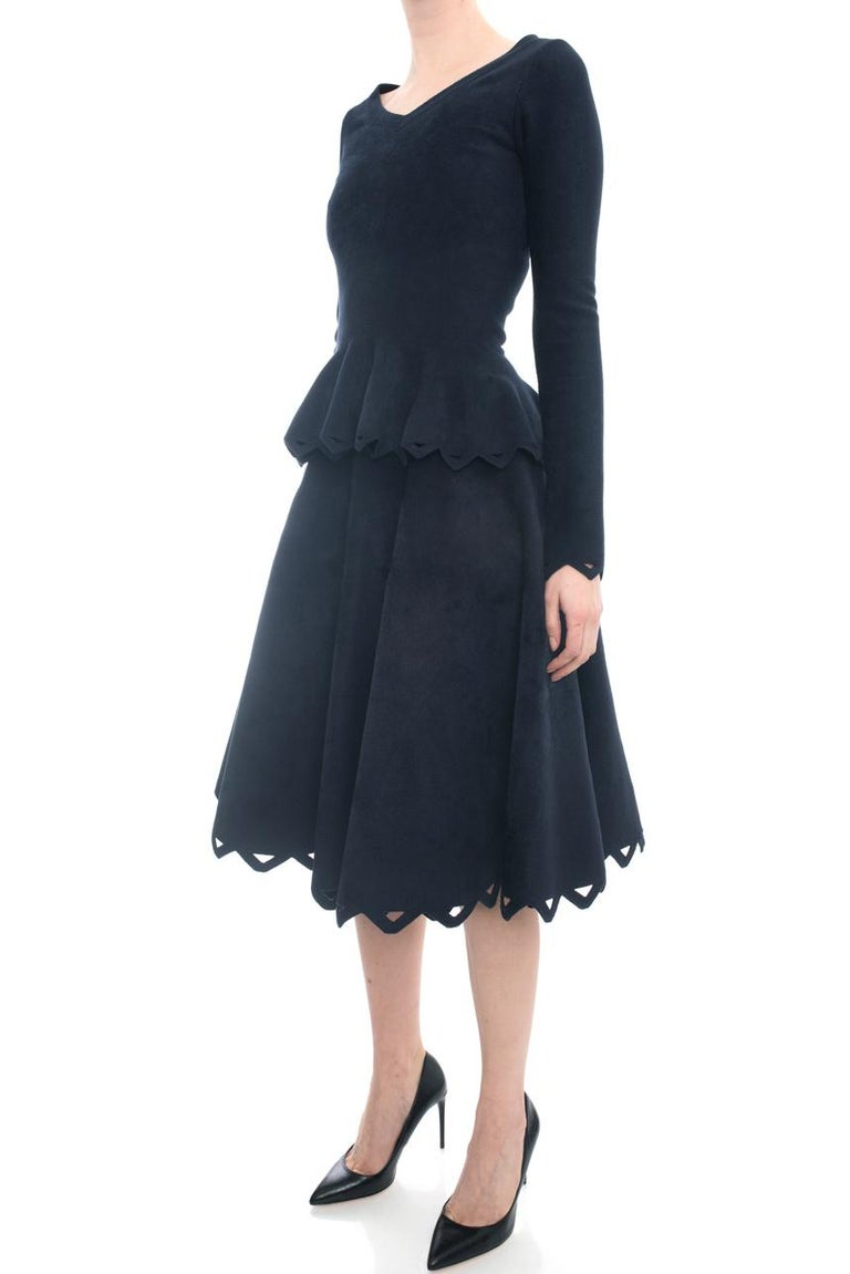 Alaia Navy Velour 2pc Perforated Skirt and Peplum Top Set - 38 In Excellent Condition For Sale In Toronto, ON