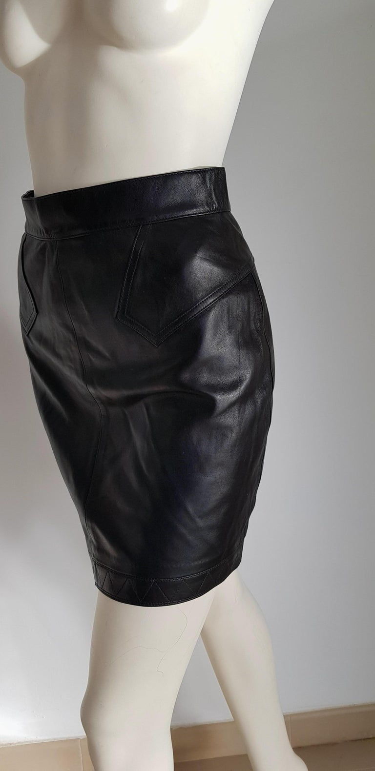 ALAIA black leather mini skirt - Unworn, New.  SIZE: lenght 46, waist circumference 72, hip circumference 96.  TO CONVERT: cm x 0.39 = inch. Measurements provided as a courtesy only, not a guarantee of fit.  By