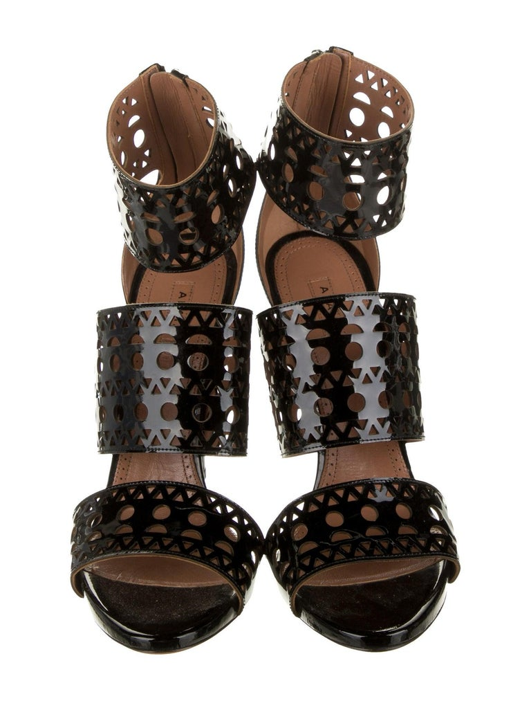 Alaia NEW Black Patent Leather Lattice Cutout Evening Sandals Heels In Excellent Condition For Sale In Chicago, IL