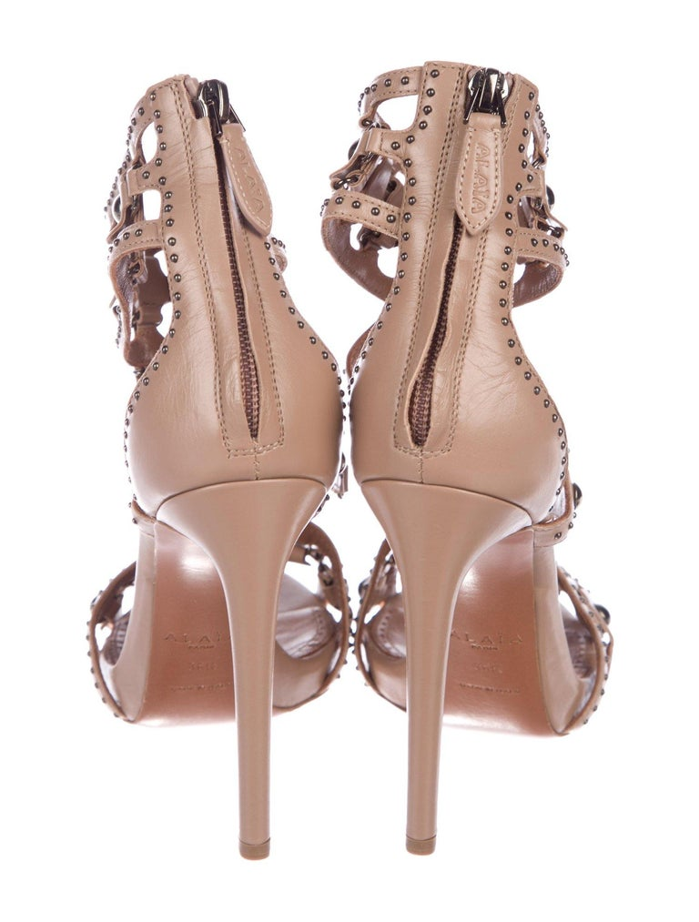 Alaia NEW Nude Tan Leather Gunmetal Stud Strappy Evening Sandals Heels In New Condition For Sale In Chicago, IL