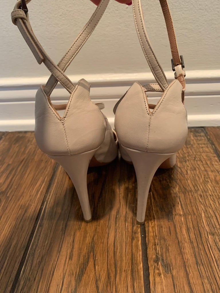 Alaia Nude Mary-jane Pumps Size 40.5  In Excellent Condition For Sale In Los Angeles, CA