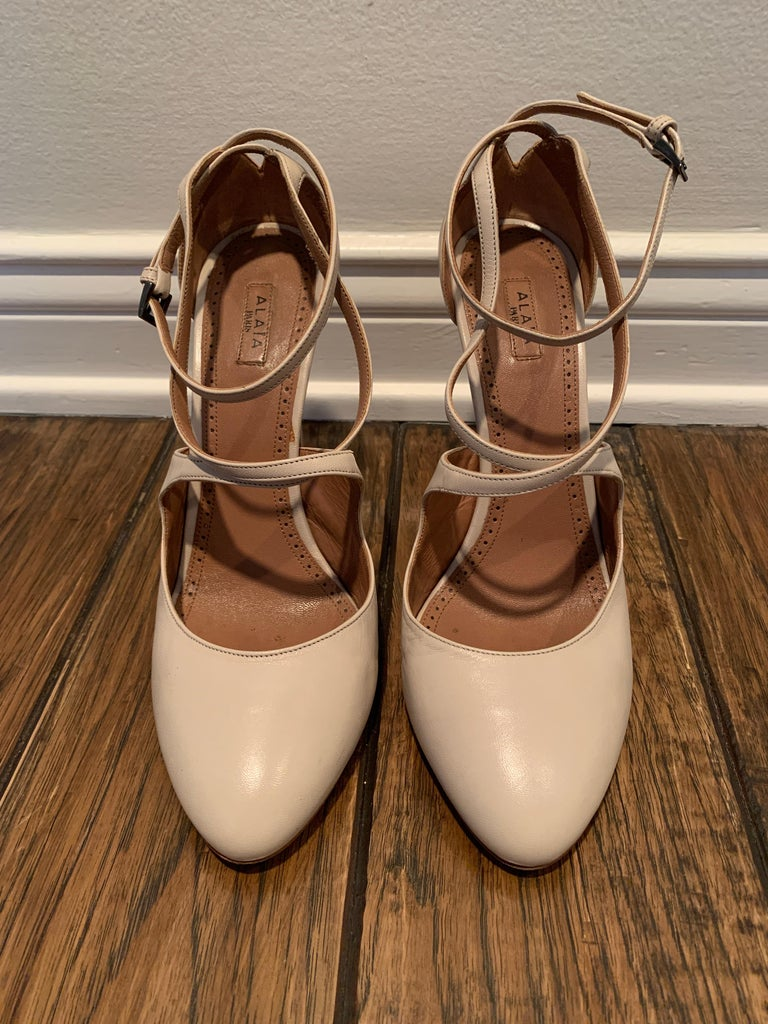 Women's Alaia Nude Mary-jane Pumps Size 40.5  For Sale