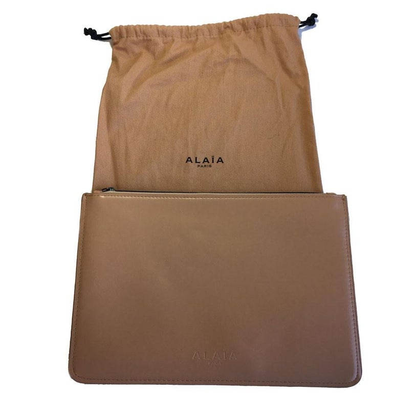 Brown Alaïa Pouch In Pink Beige Leather For Sale