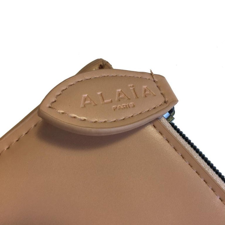 Alaïa Pouch In Pink Beige Leather In Excellent Condition For Sale In Paris, FR