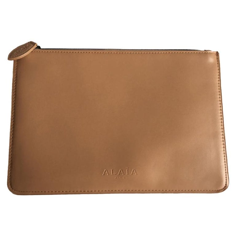 Alaïa Pouch In Pink Beige Leather For Sale