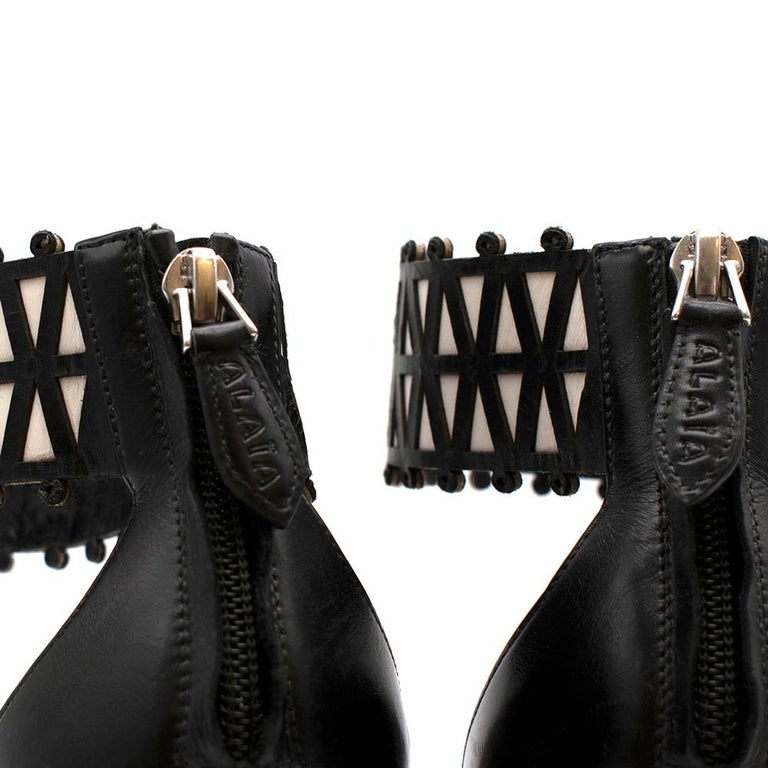 Alaia Stiletto Black & White Laser Cut Sandals 40 For Sale 6