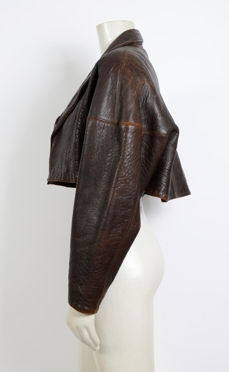 Alaia vintage 1980s collectable brown leather cropped jacket In Excellent Condition For Sale In Antwerp, BE