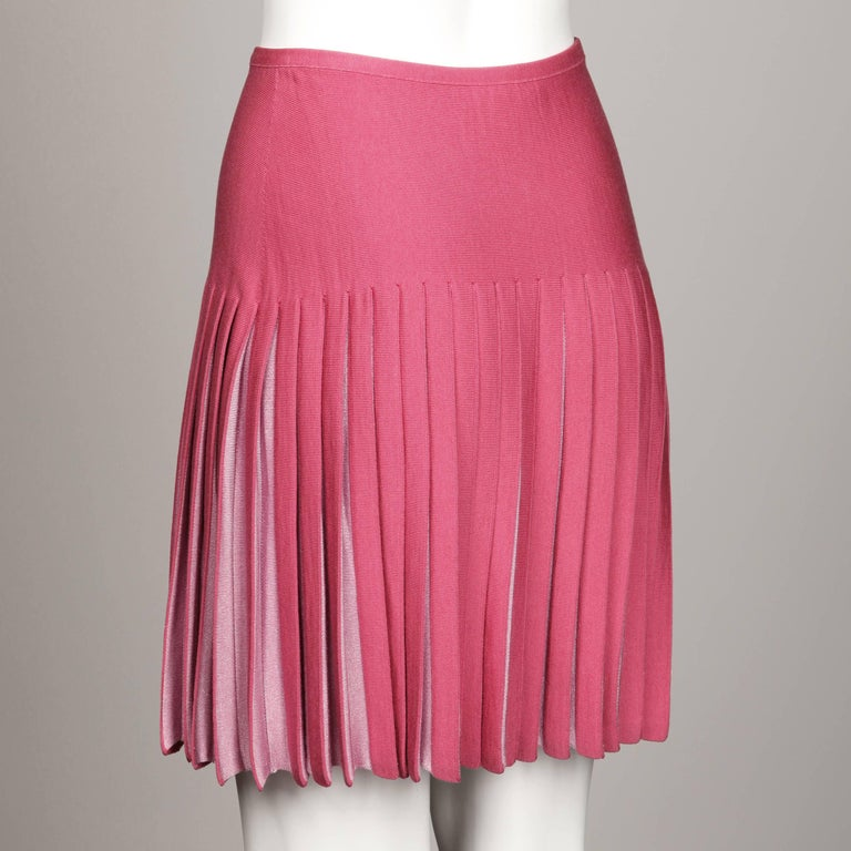 Alaia Vintage Two-Tone Pink Pleated Knit Sweater Mini Skirt In Excellent Condition For Sale In Sparks, NV