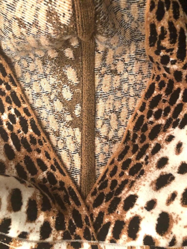 Women's or Men's Alaïa White and Brown Leopard Print Sweatshirt For Sale