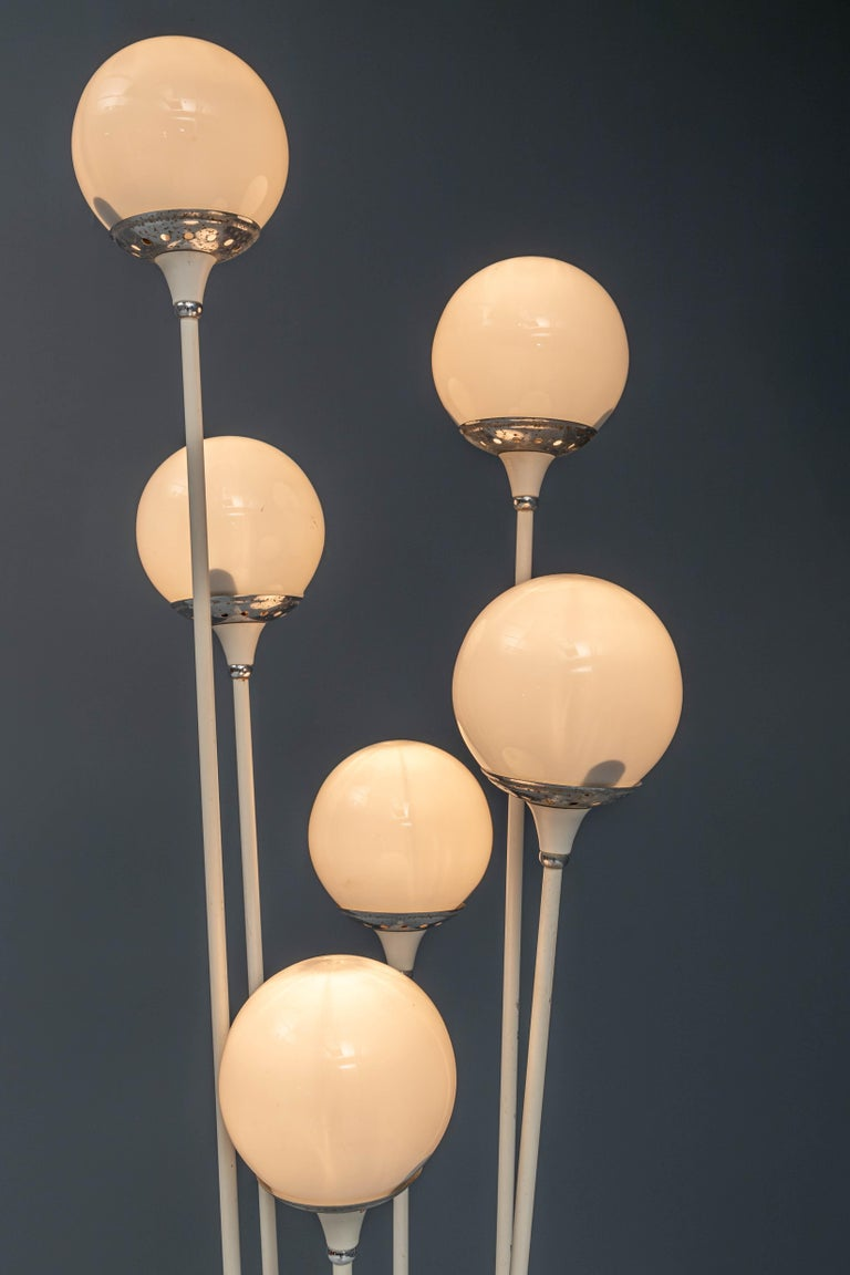 The famous 'Alberello' Floorlamp, with it's space-age character. Always pleasant to have some rounded forms around you especially if they have been made with high-end materials and good craftsmanship. The marble foot is still 100% but the button is