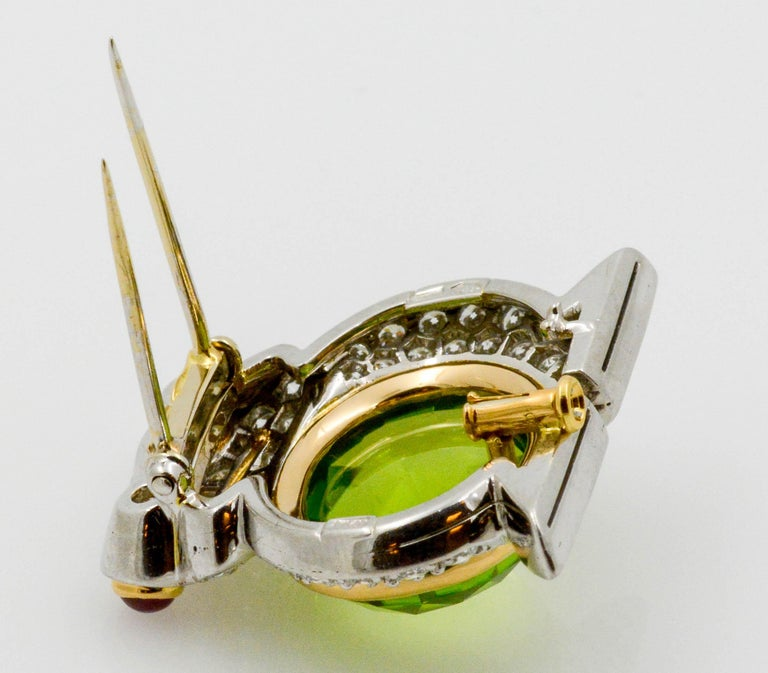 Albert Lipten 4.30 Carat Peridot  2.50 Carat Diamond Platinum Frog Brooch In Excellent Condition For Sale In Dallas, TX