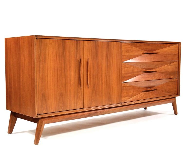 Albert Parvin Diamond Front Walnut Dresser In Good Condition For Sale In Miami, FL