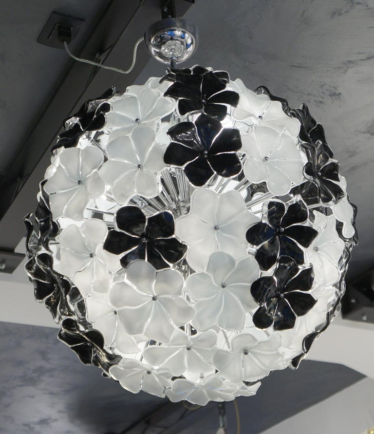 Hand-Crafted Alberto Donà Mid-Century Modern Black White Flower Murano Glass Chandelier, 1994 For Sale