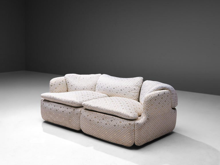 """Alberto Rosselli for Saporiti, """"Confidential"""" two-seat sofa, in iridescent scale pattern upholstery, Italy, 1970s.  Two-seat sofa designed by Italian architect Alberto Rosselli in 1972 for Saporiti Italia. The shiny white upholstery is shows a"""