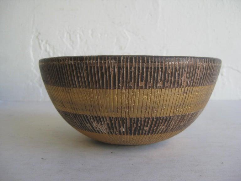 Hand-Crafted Aldo Bitossi Italian Pottery Ceramic Gold Seta Sgraffito Bowl Signed Italy 1960s For Sale