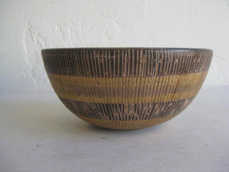 Aldo Bitossi Italian Pottery Ceramic Gold Seta Sgraffito Bowl Signed Italy 1960s In Good Condition For Sale In San Diego, CA