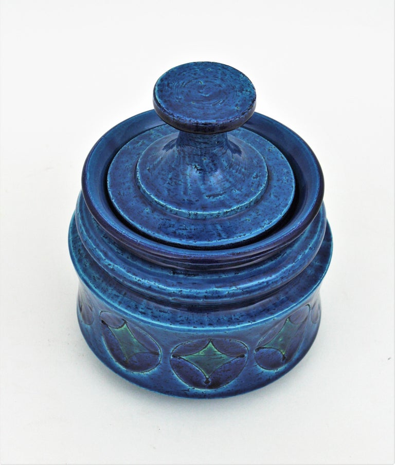 Aldo Londi Bitossi Blue Ceramic Lidded Box / Pot Circles and Rhombus Motif In Excellent Condition For Sale In Barcelona, ES