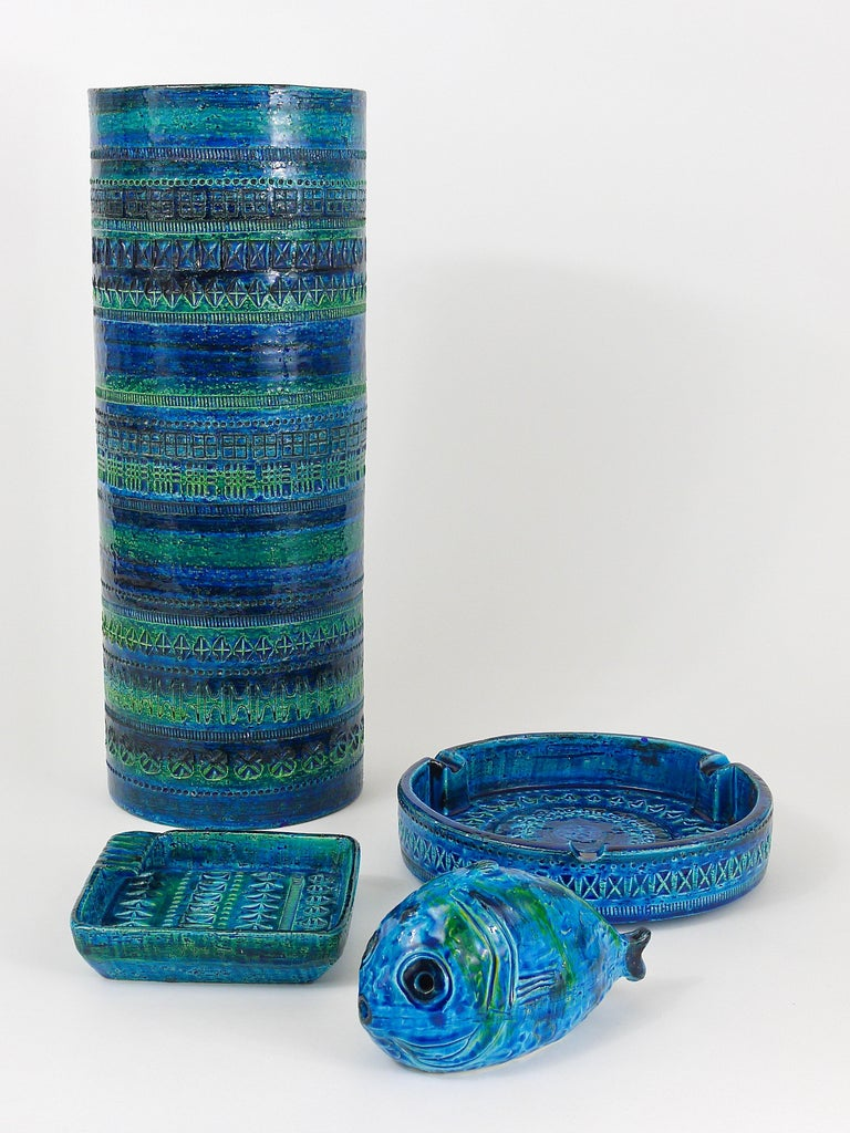 Mid-Century Modern Aldo Londi Bitossi Very Large Round Rimini Blue Glazed Midcentury Ashtray, 1950s For Sale