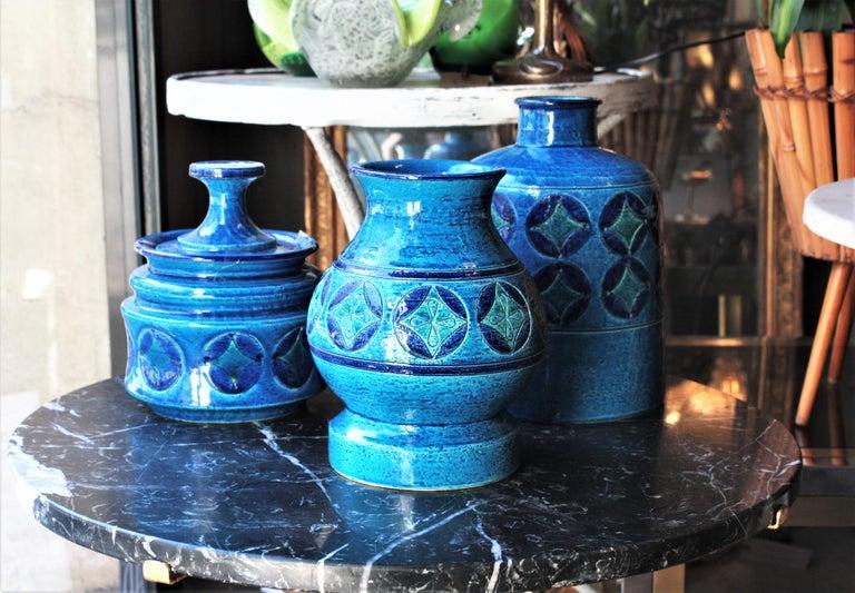 Mid-Century Modern Aldo Londi for Bitossi Circles & Rhombus Design Blue Ceramic Footed Vase, 1960s For Sale