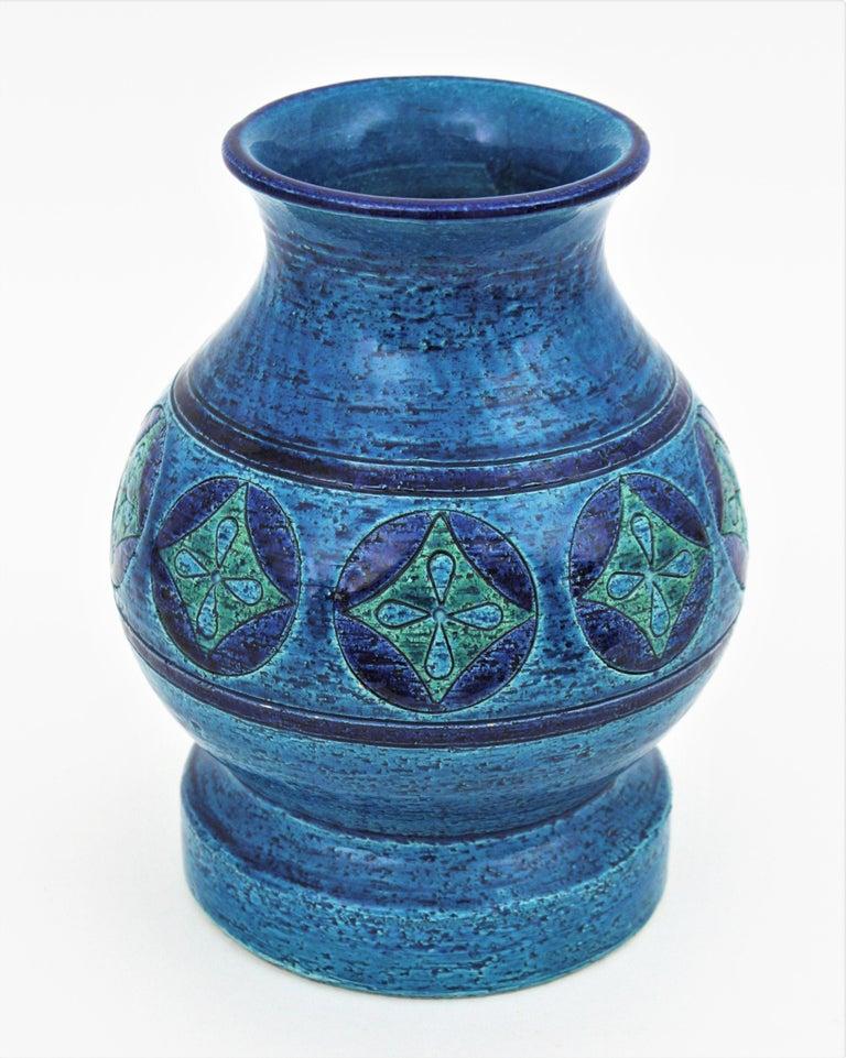 Italian Aldo Londi for Bitossi Circles & Rhombus Design Blue Ceramic Footed Vase, 1960s For Sale