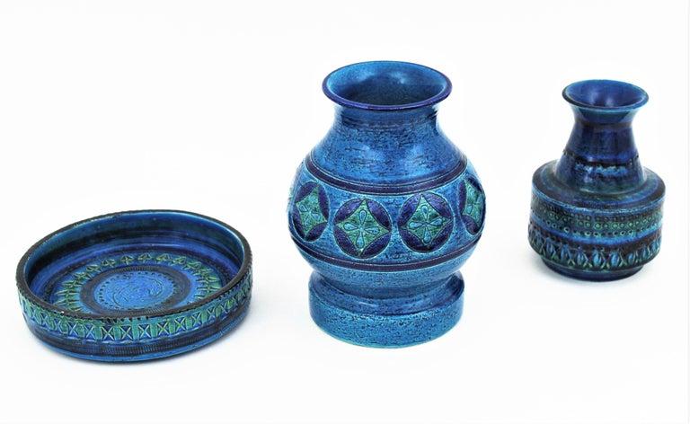 Aldo Londi for Bitossi Circles & Rhombus Design Blue Ceramic Footed Vase, 1960s For Sale 2