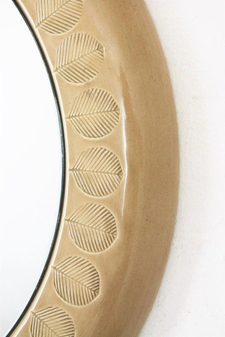 Aldo Londi Bitossi Beige Glazed Ceramic Round Wall Mirror with Leaf Motifs In Excellent Condition For Sale In Barcelona, ES
