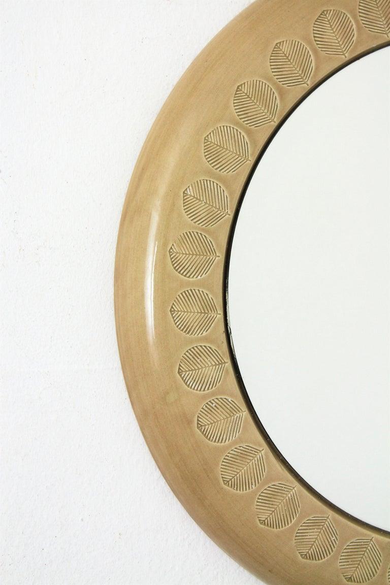 20th Century Aldo Londi Bitossi Beige Glazed Ceramic Round Wall Mirror with Leaf Motifs For Sale