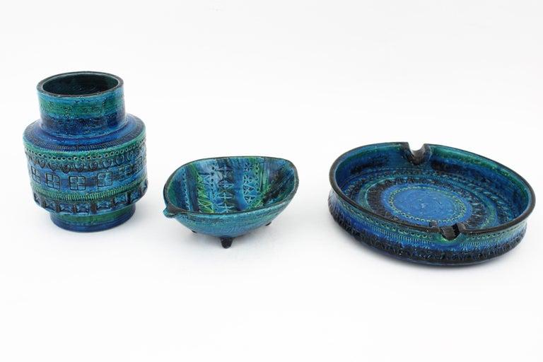 Mid-Century Modern Aldo Londi for Bitossi Rimini Blu Leaf Shaped Glazed Ceramic Bowl / Ashtray For Sale