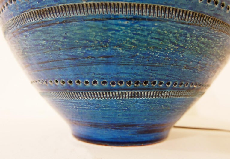 Aldo Londi for Bitossi 'Rimini Blue' Pottery Table Lamp, 1960s In Good Condition For Sale In Brussels, BE