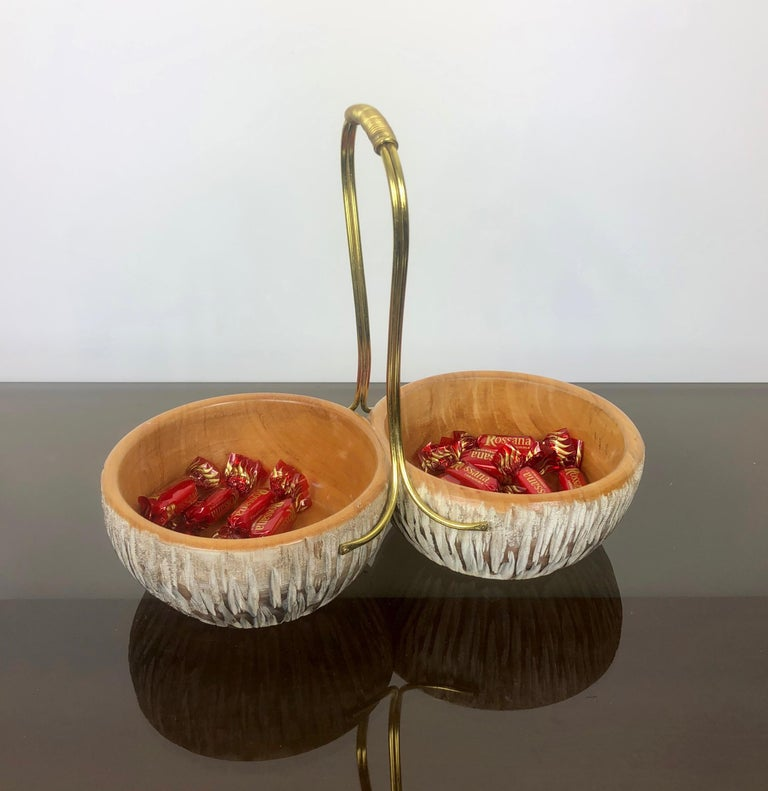 Aldo Tura Macabo Walnut Bowl Basket Centrepiece Hand Carved Wood and Brass Italy In Good Condition For Sale In Rome, IT