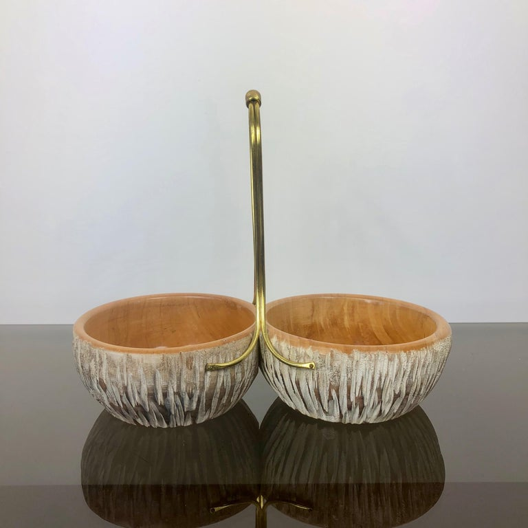 Mid-20th Century Aldo Tura Macabo Walnut Bowl Basket Centrepiece Hand Carved Wood and Brass Italy For Sale