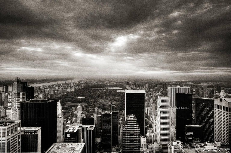 New York City black and white photo - New Yorker 30x45 in. Mounted acrylic glass For Sale 1
