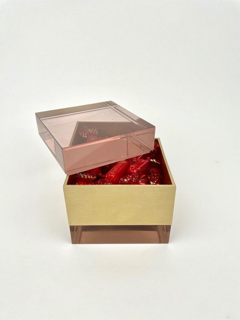 Alessandro Albrizzi Cube Box in Purple Lucite and Gold Metal, Italy, 1970s For Sale 4