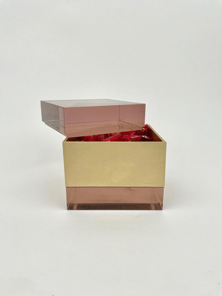 Alessandro Albrizzi Cube Box in Purple Lucite and Gold Metal, Italy, 1970s For Sale 5